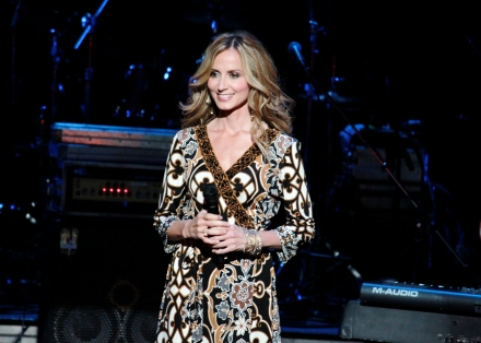Chely Wright takes the stage at her 10th annual Reading, Writing, & Rhythm benefit concert. This years proceeds will go directly to Kingston Springs Elementary School to help rebuild the music program.